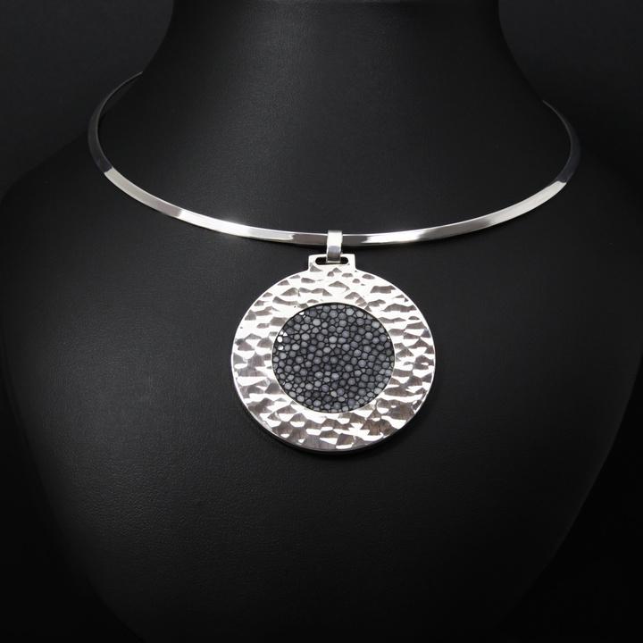 Pectoral médaillon gris argent 925